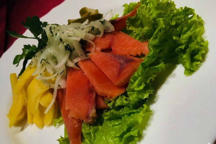 Салат из копченой нерки